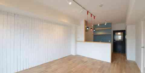 三大銘木 ウォールナットの 快適空間作り 「Beach Style リノベーション」